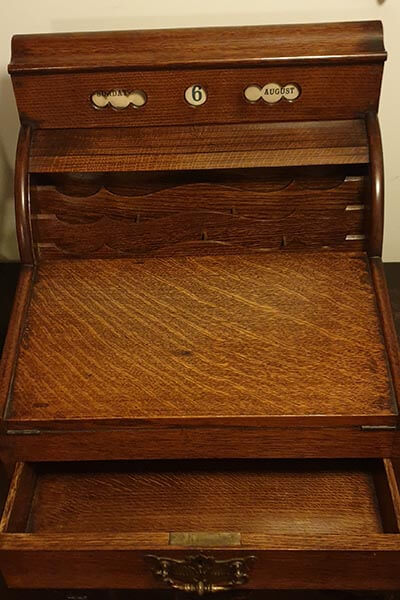 Desk top writing box lot 9