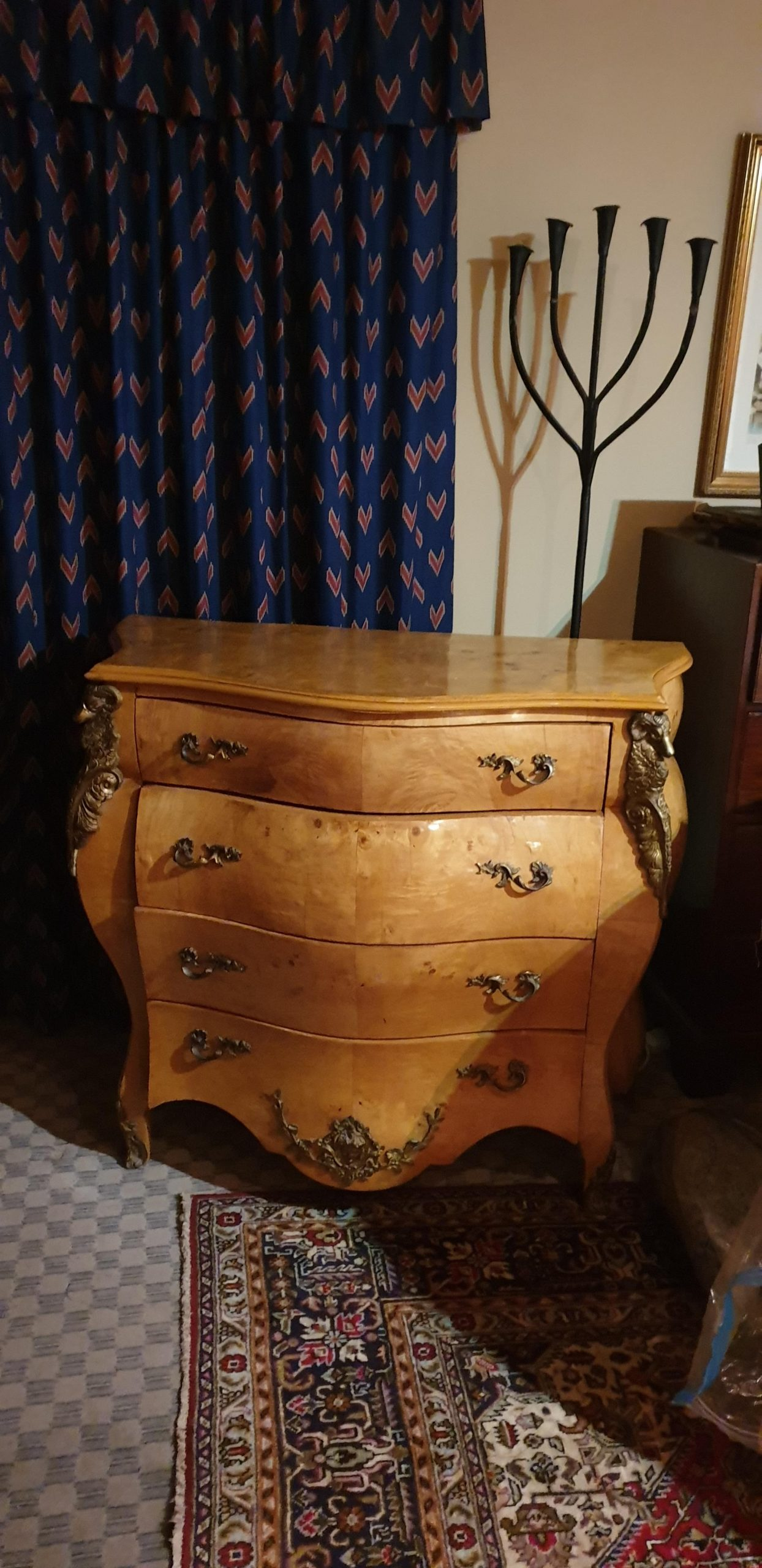 Chest – Commode